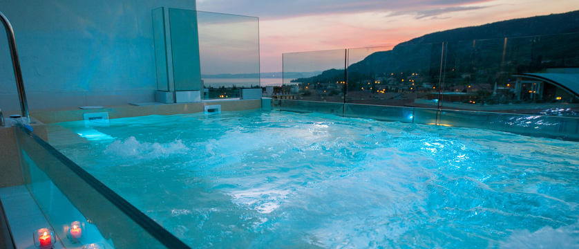 hotel-italia-garda-whirlpool.jpg